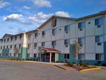 Super 8 Hotel - Cromwell, CT